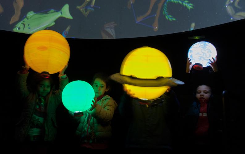 Con los planetas luminosos